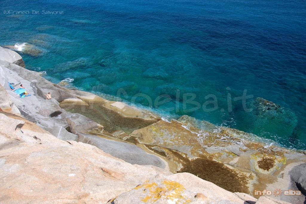 La falaise le piscine marina di campo le d 39 elbe for Piscine falaise